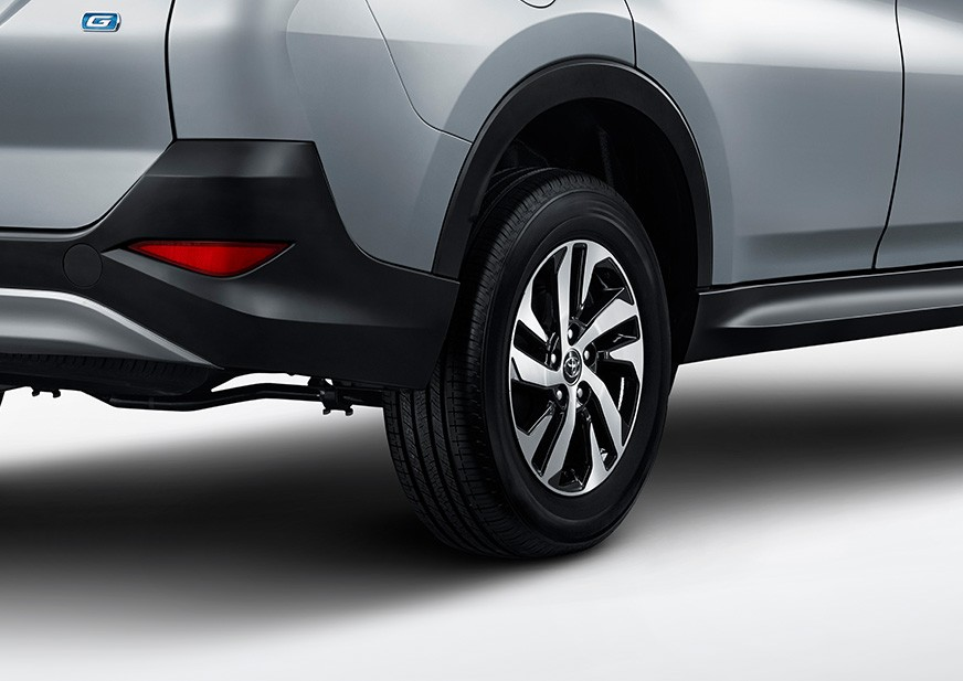 Lazang xe Toyota Rush 2018-2019 dạng lốc xoáy 5 chấu kép khá bắt mắt.